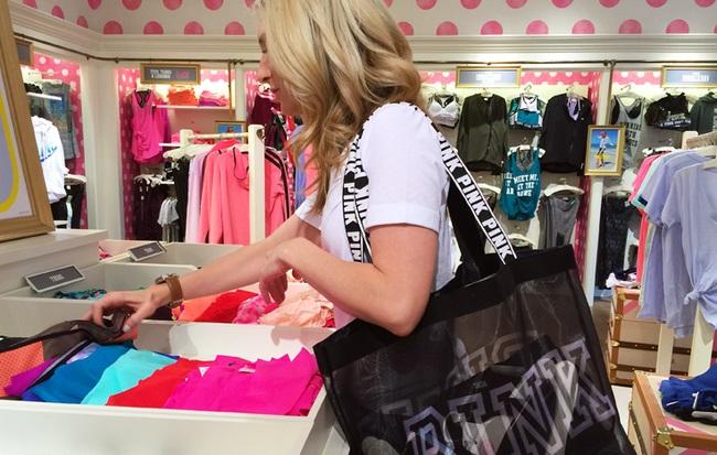 Chuyện lạ tại cửa hàng Victoria's Secret: Nhân viên sẽ bị sa thải nếu ngăn chặn khách hàng ăn cắp vặt