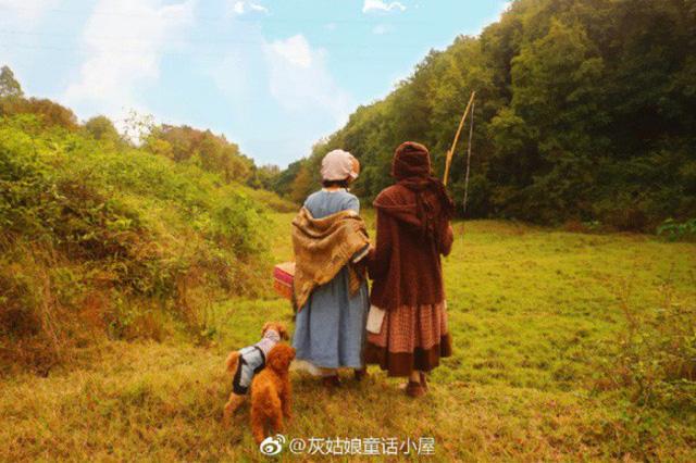 Xue Qing dùng mạng xã hội, đăng tải những hình ảnh thật đẹp về cuộc sống bình yên của chính mình hàng ngày. Nhiều người đã đến thăm và mong muốn được trải nghiệm cuộc sống, được chụp ảnh với cô.