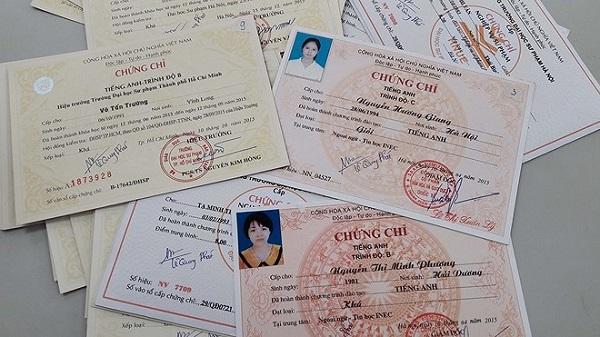 Nhiều trường đại học nâng chuẩn đầu ra ngoại ngữ, sinh viên đối phó bằng chứng chỉ giả