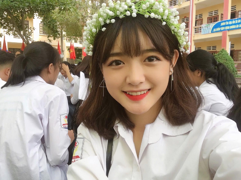 Chẳng hạn như cô bạn mặt tròn sinh năm 2004 Quách Tố Như hay như nữ sinh vẽ đẹp Hoàng Diệu Thảo Liên đến từ Đà Lạt... Và người lọt vào danh sách mới đây nhất chính là cô bạn này!