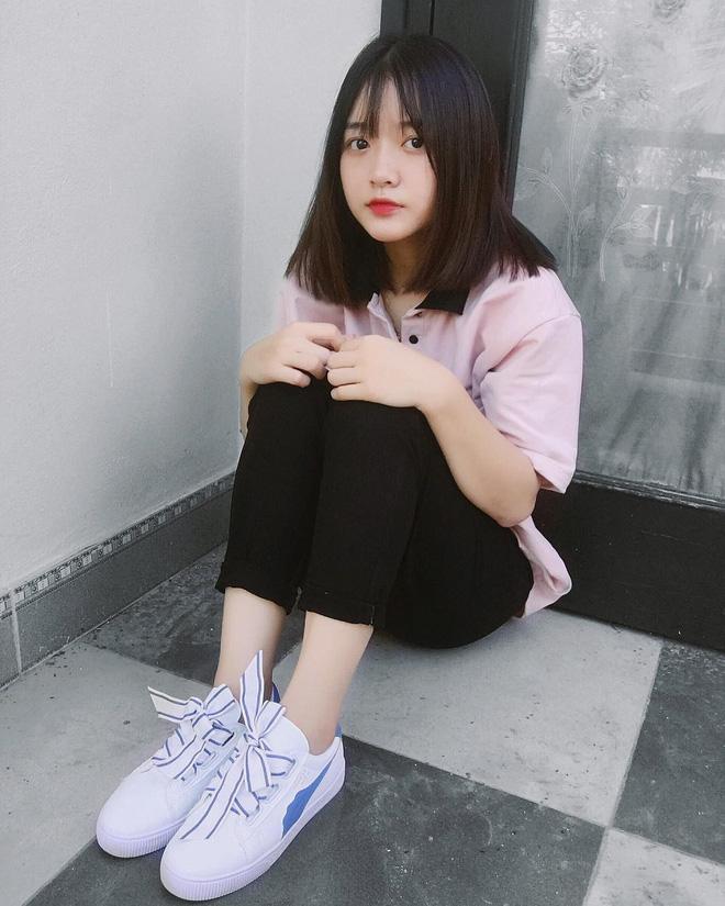 Trên Tik Tok, nơi đã giúp Khánh Linh nổi tiếng, cô bạn cũng có gần 100.000 follower cùng gần 300.000 lượt thả tim.