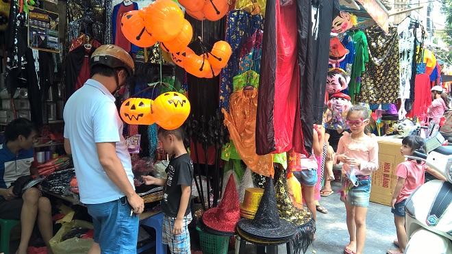 Sôi động những dịch vụ hái ra tiền ăn theo mùa lễ hội Halloween