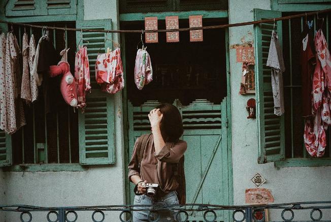 """Liêu xiêu trước con hẻm 100 năm cổ kinh tách biệt ồn ào, """"Hong Kong 1"""" phiên bản Sài Gòn đậm chất"""