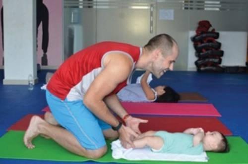Chuyên gia chia sẻ 22 bài tập rất tốt cho sự phát triển của trẻ từ 0-6 tháng tuổi
