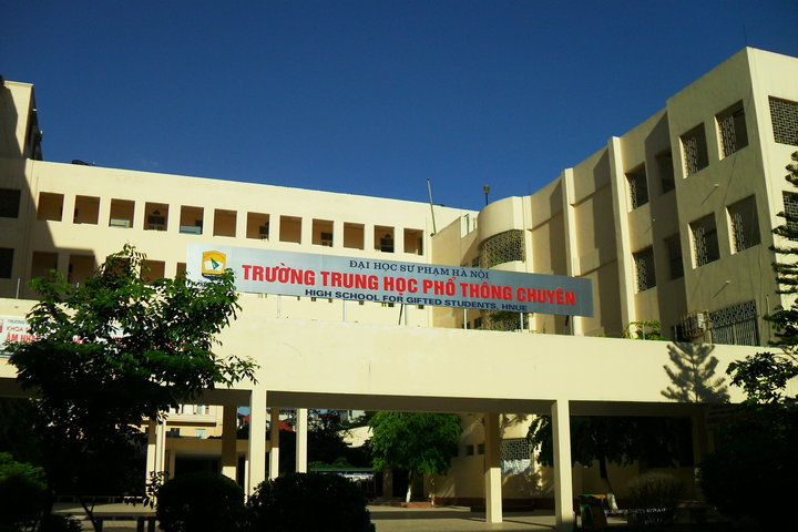 10% tuyển thẳng vào lớp 10 trường THPT Chuyên ĐH Sư phạm Hà Nội năm 2018