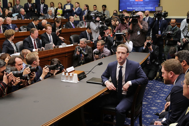 """Trả lời câu hỏi """"Ai là người sở hữu dữ liệu"""", Mark Zuckerberg làm mất lòng Hạ viện Mỹ trong phiên điều trần thứ 2"""