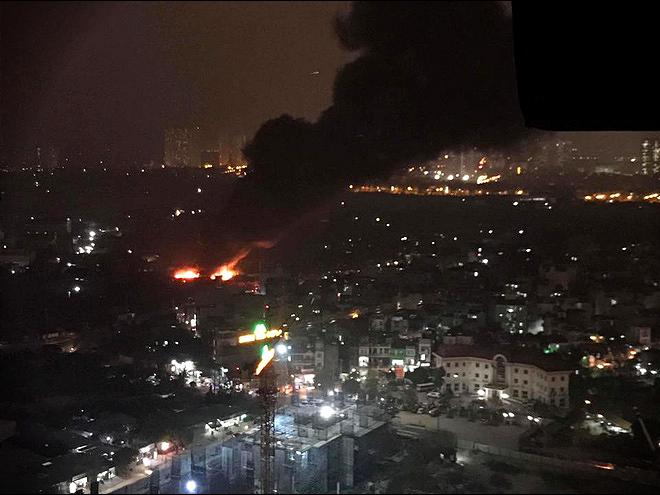 Liên tiếp xảy ra 2 vụ cháy lớn chỉ trong chưa đầy 1 tháng tại một con phố ở Hà Nội