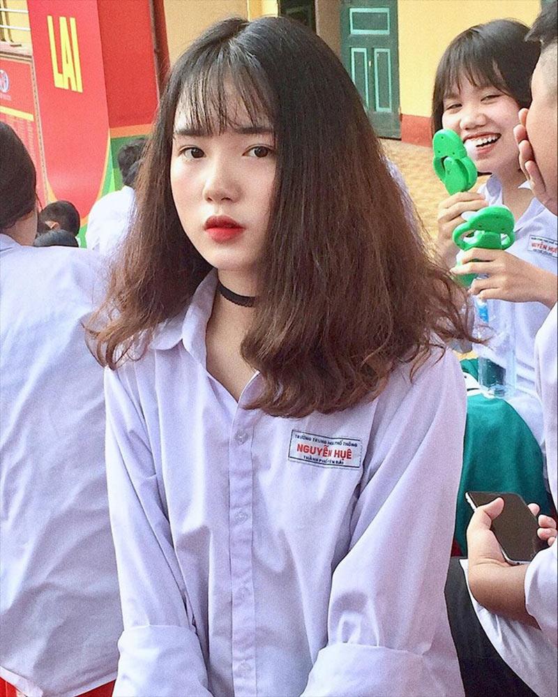 Khi nhiều cặp song sinh khác cố gắng tìm kiếm sự khác biệt và cái tôi riêng của mình thì Thanh Nga và chị gái Thanh Hằng lại chọn xu hướng giống nhau về vẻ bề ngoài từ trang phục, cách trang điểm lẫn kiểu tóc.