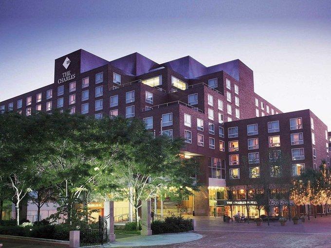 Bill Gates còn có nhiều khoản đầu tư bất động sản thông qua công ty cá nhân mang tên Cascade. Ông sở hữu cổ phần vô cùng lớn tại khách sạn Charles Hotel (Cambridge, bang Massachusetts) và chuỗi khách sạn Four Season Holding.