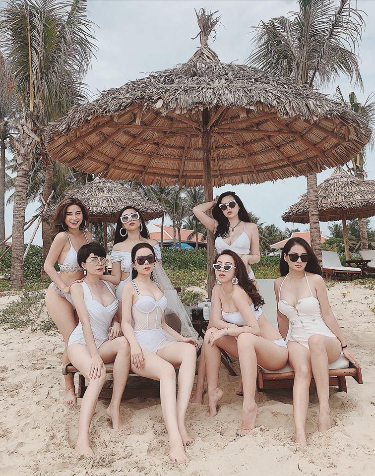 Họ là Miss Audition Ngọc Anh, Ngọc Mon, Jang Hy... những mẹ bỉm đã chơi thân với nhau nhiều năm. Xuất hiện đầy sang chảnh và khí chất cùng nhau trong bộ ảnh của một người bạn được chụp tại Đà Nẵng, không ai tin nổi họ đều đã gần 30 tuổi.