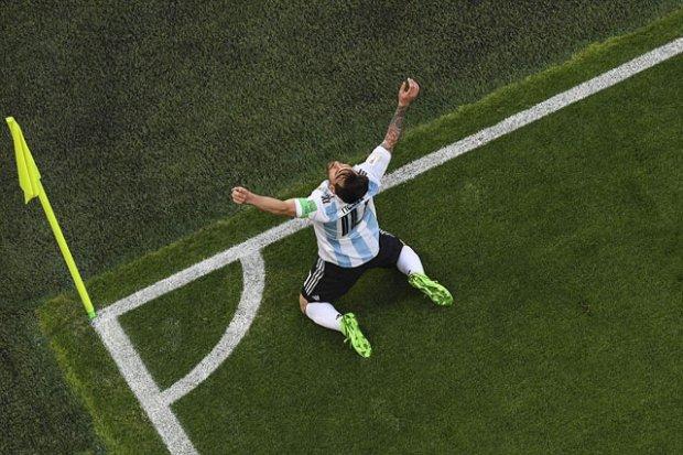 Messi ăn mừng bàn thắng duy nhất của anh tại World Cup 2018.