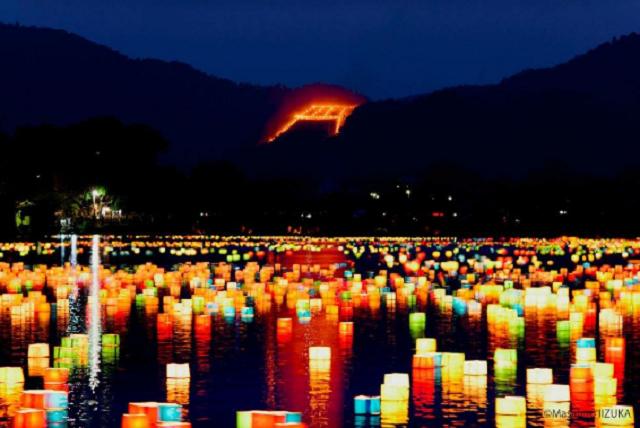 Tháng cô hồn của Nhật Bản chính là lễ hội đốt chữ trên núi vô cùng rực rỡ