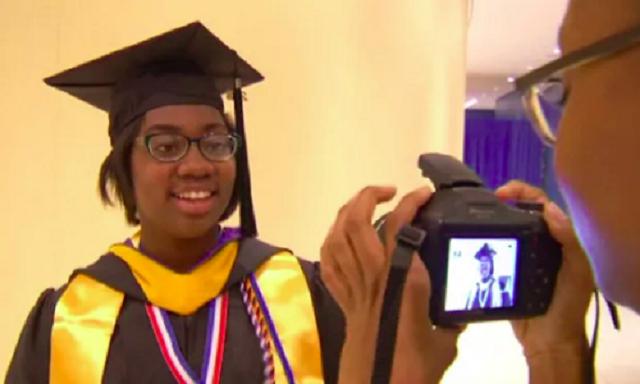 Thán phục nữ sinh da màu tốt nghiệp đại học khi mới chỉ 12 tuổi