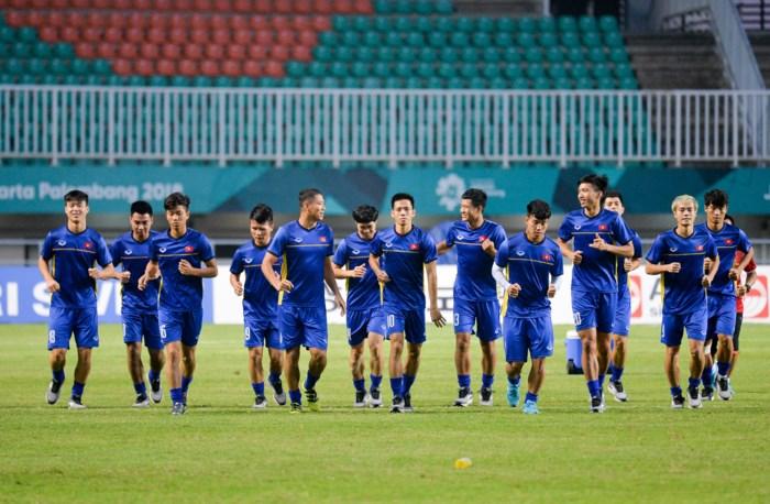 Chiều tối qua 28/8, U23 Việt Nam có buổi tập tại sân Pakansari, nơi sẽ diễn ra trận bán kết trong khuôn khổ ASIAD 2018 với U23 Hàn Quốc.