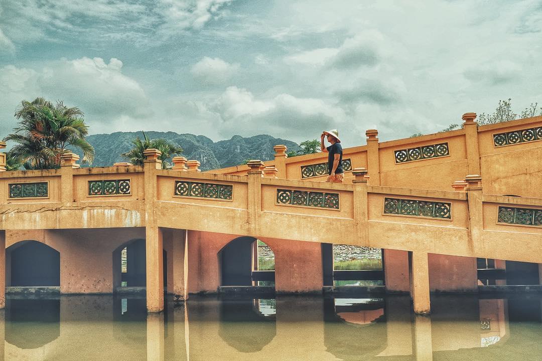 """""""Hồn lỡ sa vào"""" resort mộng mị, đẹp tựa lăng tẩm ẩn mình trong dãy núi đá vôi Ninh Bình"""