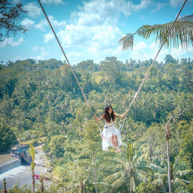 Treo trái tim lơ lửng giữa vực thẳm nhưng có những shoot hình đẹp tựa thiên đường, bạn có dám thử Bali Swing một lần trong đời?