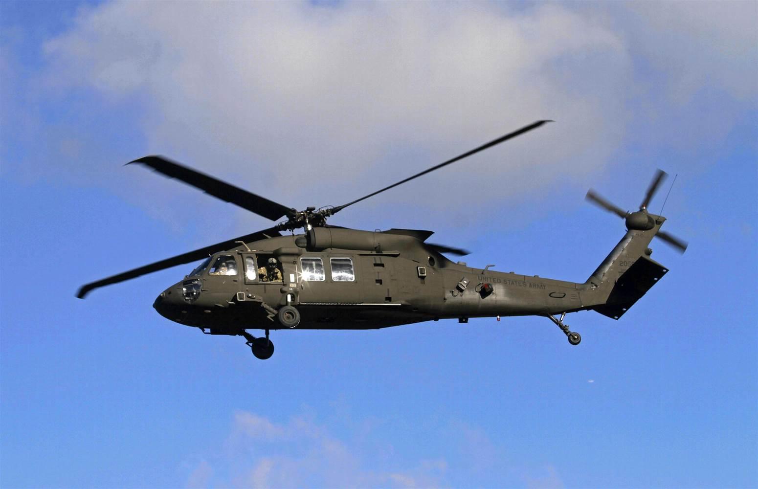 Trực thăng tập trận của quân đội Mỹ rơi xuống biển Hawaii, 5 người mất tích