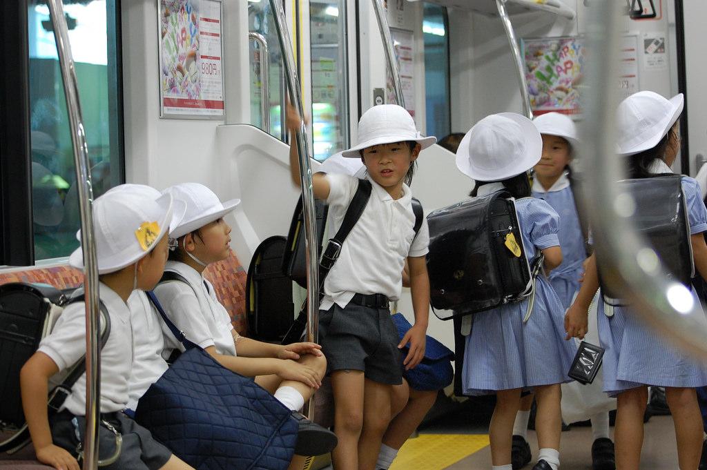 Những chuyến đi đầu đời bí mật không cho phụ huynh biết, nhà trường Nhật Bản muốn dạy trẻ điều gì?