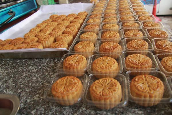 Đình chỉ hoạt động 30 cơ sở sản xuất bánh trung thu do mất vệ sinh an toàn thực phẩm