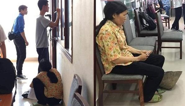 Phía sau bức ảnh người mẹ cầm nón rách đợi con trai nhập học ĐH Sư Phạm Hà Nội 2 là câu chuyện khiến mọi người thấy cay khóe mắt