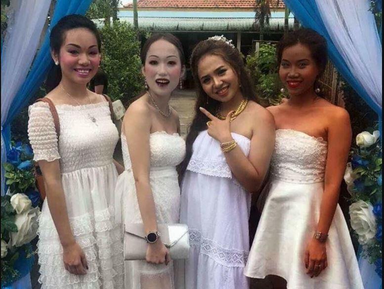 Bức ảnh bốn cô gái trang điểm kinh dị đi ăn cưới bạn thân đang lan truyền trên MXH thì ra chỉ là trò đùa!