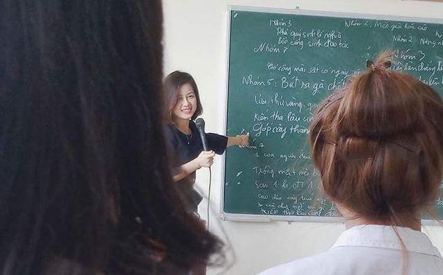 """Xuất hiện cô giáo """"xinh như mộng"""" sở hữu góc nghiêng thần thánh khiến nam sinh """"có thế nào cũng quyết không bùng học"""""""