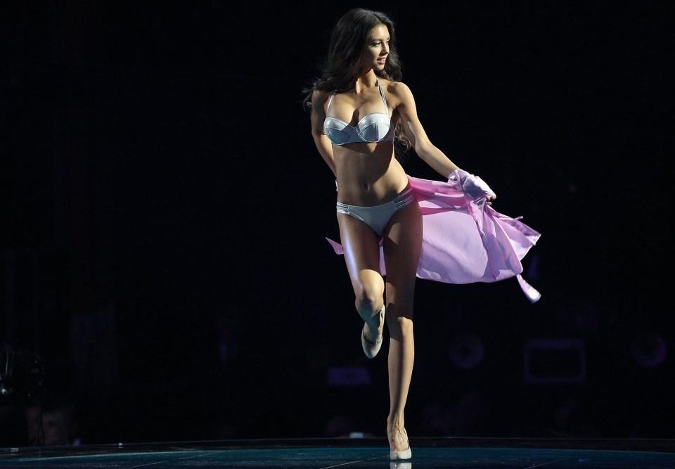 "Hoa hậu Ukraine 2017 Polina Tkach cao 1m76, ngực đẹp ""ăn đứt"" Elly Trần, Thủy Top"