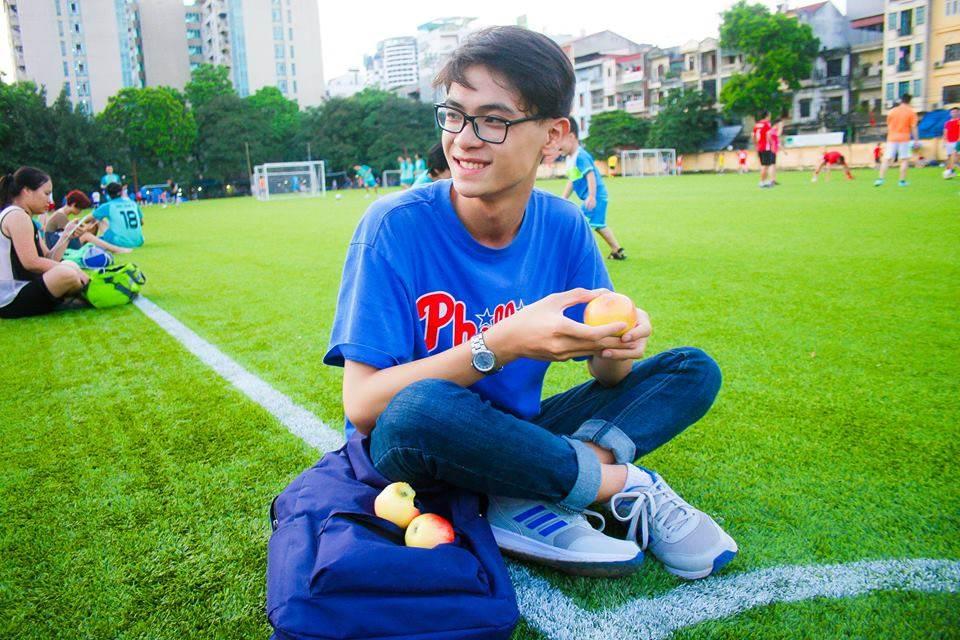 Với chiều cao 1m77, gương mặt điển trai cùng niềm đam mê lớn với nghệ thuật..., ngay từ năm lớp 11, Đình Kiên đã bén duyên với nghề người mẫu.