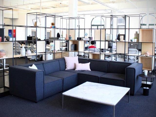 Văn phòng cũng có rất nhiều không gian thoáng đãng cho nhân viên ngồi nghỉ.Hay những dành cho các cuộc họp nhóm nhỏ, các thư viện, studio...