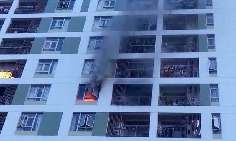 Một hộ dân cắm sạc dự phòng 3 ngày liên tục gây ra vụ cháy chung cư PARCSpring khiến hàng trăm người tháo chạy