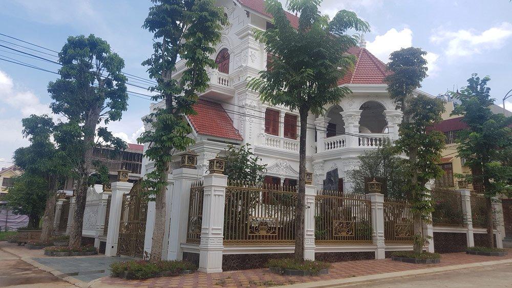 """Triển khai từ năm 2004, sau nhiều lần chậm tiến độ, không đồng nhất về hạ tầng, dự án khu đô thị Phú Lộc 4 giờ đây trở thành """"khu phố nhà giàu"""" ở Lạng Sơn."""