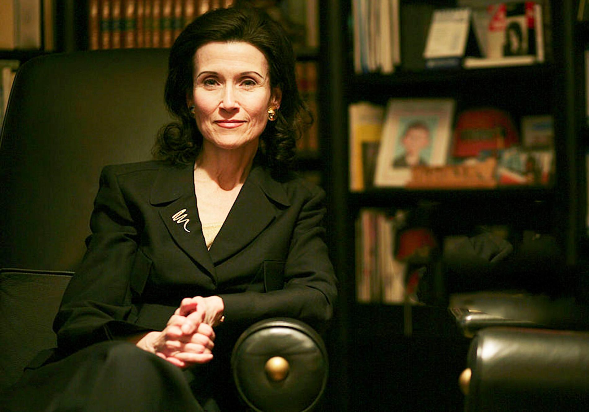 Marilyn vos Savant (IQ 190) sinh năm 1946, là nhà báo, tác giả, giảng viên, nhà soạn kịch người Mỹ. Savant giữ danh hiệu phụ nữ thông minh nhất thế giới trong 5 năm liên tiếp.