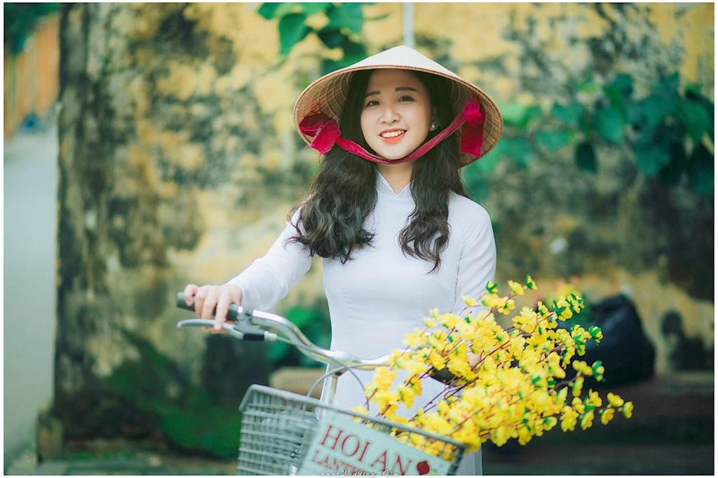 """Tâm sự về hậu trường, Thương kể: """"Lúc chụp thật sự rất buồn ngủ luôn ạ! Vui nhất khi chụp có lẽ là lúc em đi xe đạp""""."""