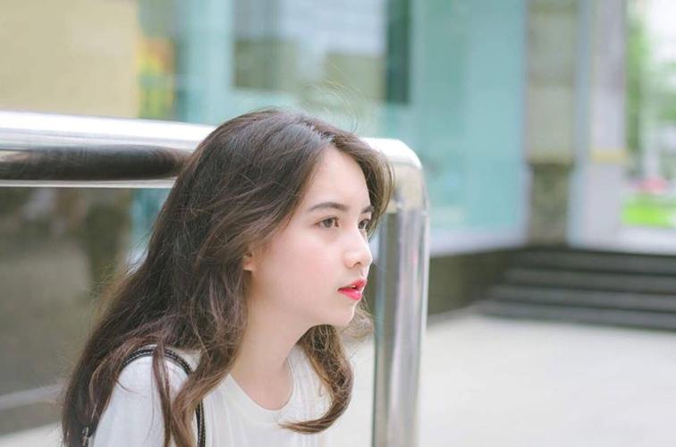 """Gương mặt xinh, nước da trắng hồng, quyến rũ giúp Minh Phương dễ dàng """"đốn tim"""" bất cứ bạn nam nào đối diện."""