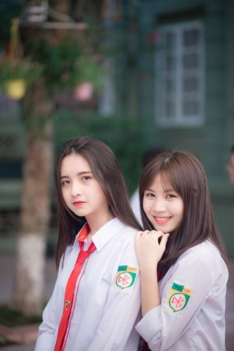 Minh Phương dường như càng dễ thương và xinh đẹp khi khoác trên mình bộ đồng phục trường và ngay cả khi hạn chế trang điểm.