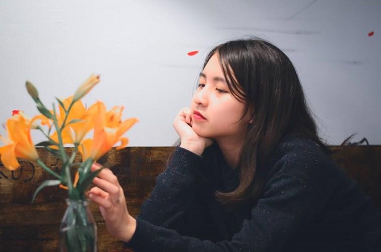 Xinh đẹp nhưng đặc biệt nổi bật là nét ngây thơ, hồn nhiên đúng với lứa tuổi là điều mà dân mạng cảm nhận và thích thú khi ngắm nhìn nữ sinh của trường Nguyễn Bỉnh Khiêm này.