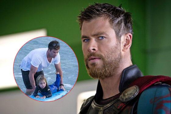 """Ảnh chụp """"thần sấm"""" Thor cạo râu, vui chơi với con bên biển bỗng """"hot rần rật"""" vì quá đốn tim"""