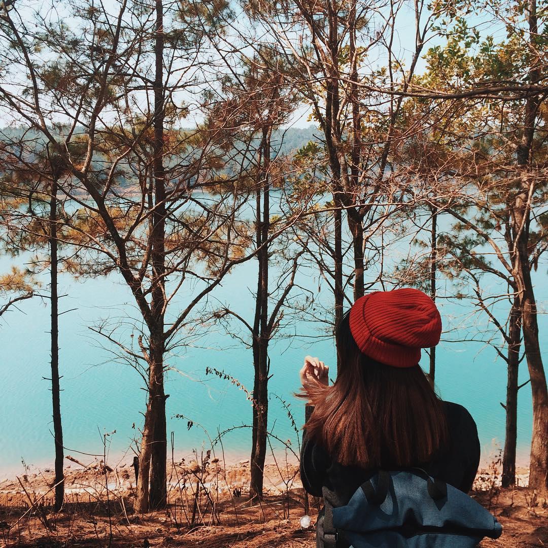 """""""Về đây đi em"""" để cùng dắt tay nhau tới Biển Hồ xanh đầy miên man!"""
