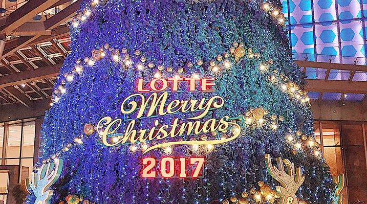 """""""Thả dáng"""" hết cỡ có cả """"bô ảnh"""" lung linh tại 3 cây thông Noel lớn nhất Hà Nội mùa giáng sinh này!"""