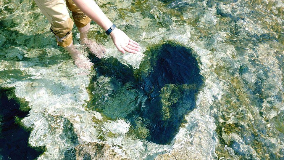 """Rủ nhau checkin ở """"Hố trái tim"""" đẹp như câu chuyện tình yêu ở Hang Rái - Ninh Thuận"""