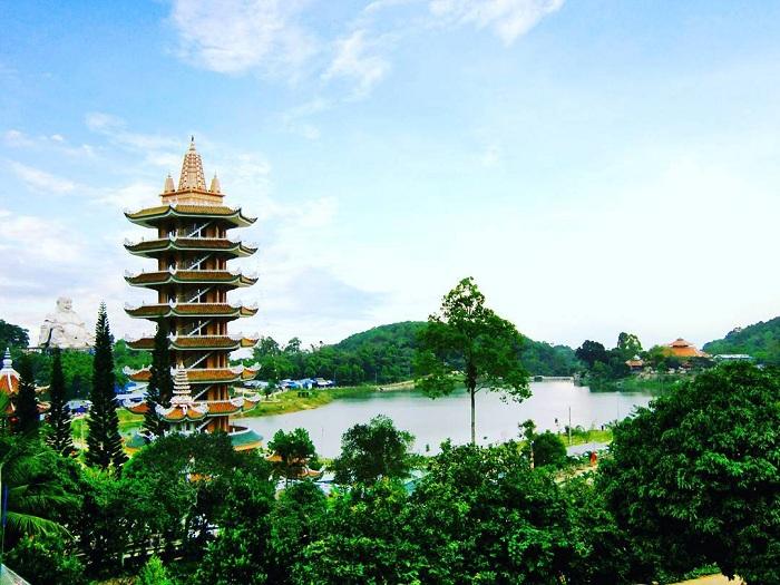 """Thiên Cấm Sơn - Đỉnh núi cao nhất miền Tây, nơi săn mây mới """"toanh"""" của giới trẻ"""