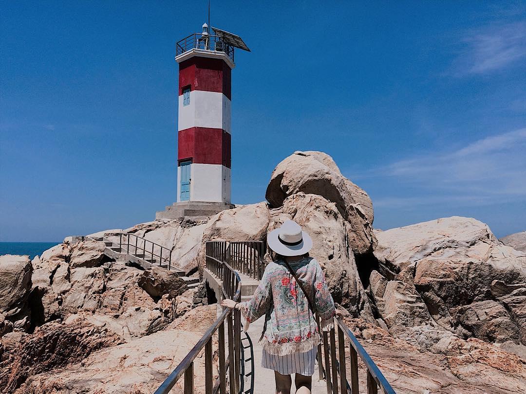 """Phiêu du tới bến ở hải đăng Gành Đèn đẹp nhất Phú Yên, cảnh tựa """"tiểu Jeju"""" Hàn Quốc"""