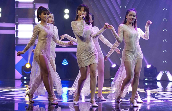 Từ bụng ngấn mỡ, Hari Won giờ đã tự tin diện váy ngắn đến thế này rồi