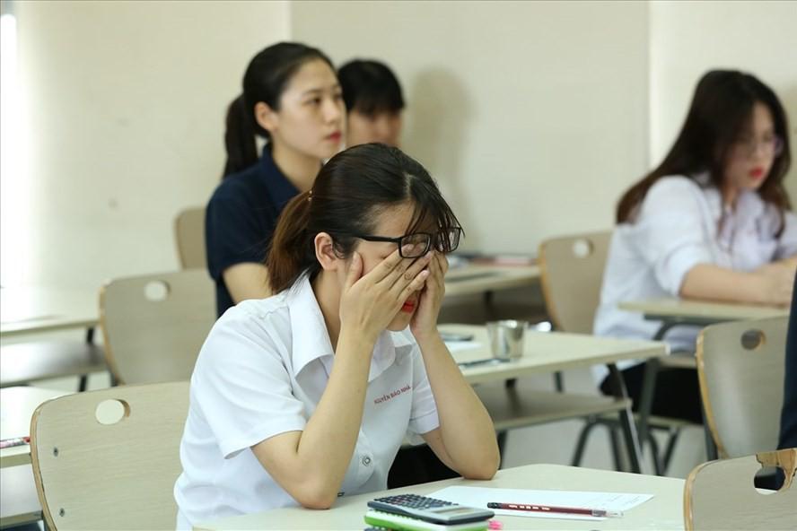 Thời gian học quá nhiều, thời gian vui chơi ít và áp lực thành tích khiến trầm cảm, tự tử ở học sinh ngày càng tăng