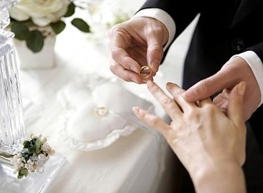 """Vì sao nếu 25 tuổi chưa kết hôn thì được coi là """"ế"""" ở Việt Nam?"""