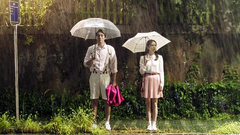 Và em sẽ đến cùng cơn mưa... Nhất định em sẽ trở lại cùng cơn mưa anh à!