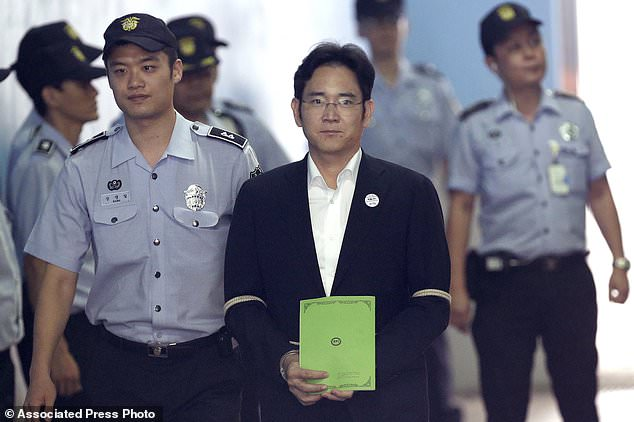 Phó chủ tịch tập đoàn Samsung Lee Jae Yong chính thức bị kết án 5 năm tù