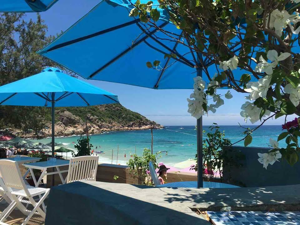 """Phát hiện phiên bản """"Santorini"""" xanh trắng đẹp đến mê mẩn ở thiên đường biển hoang sơ Bình Ba"""