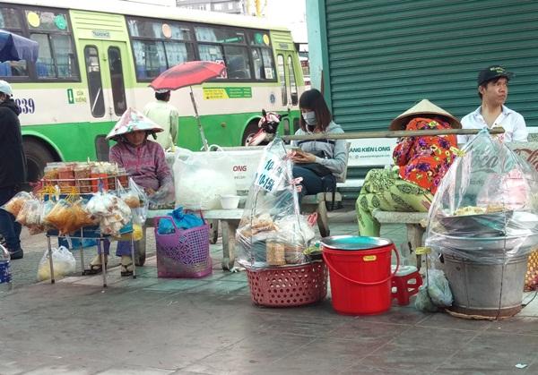 Thức ăn dạo đường phố: Khi mưu sinh thật khó đi với an toàn thực phẩm