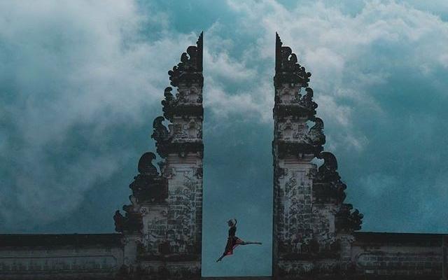 """Cuộc đời đâu được mấy, còn chần chừ gì nữa mà chưa đi liền """"Cổng trời đụng mây"""" sát sạt Việt Nam"""